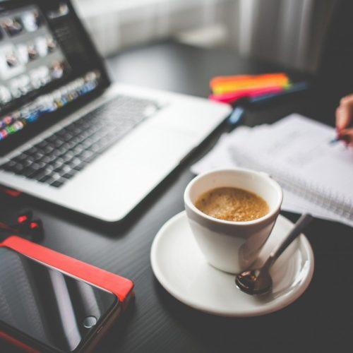 Kiedy organizować własny dział marketingowy? A kiedy korzystać z usług agencji markeitingowej?